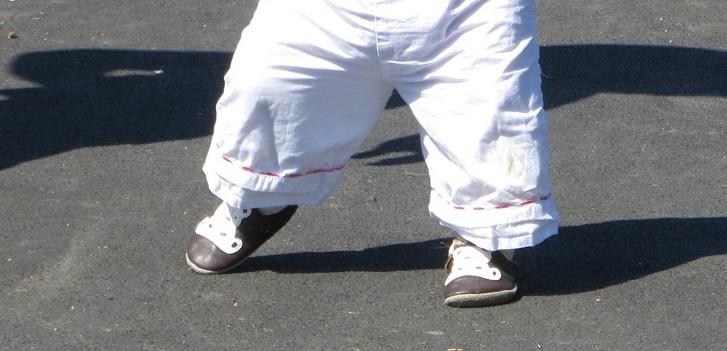 de54bfc4087ba Maintenant qu'elle court, elle a des chaussures adaptées à sa marche.  C'est-à-dire comme nous l'a conseillé Juliette, des semelles souples que  l'on peut ...