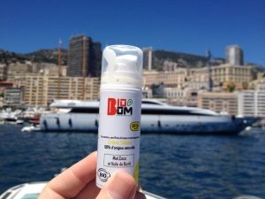 Crème solaire 50 Bio'om (crédit photo : Mamans Qui Déchirent)