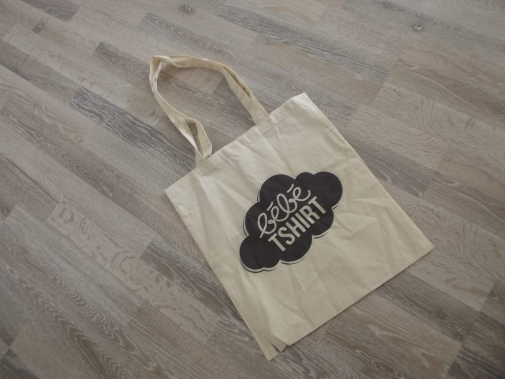 Un packaging soigné: le tote bag en tissu