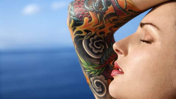 Peut-on se faire tatouer quand on allaite ?