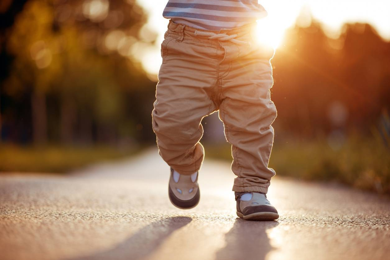 Comment choisir les chaussons et chaussures de bébé ?