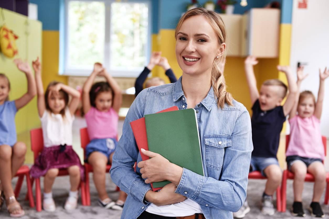 enfant en classe primaire