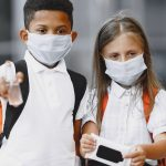 Des tests salivaires dans les établissements scolaires et les universités